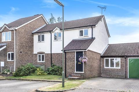 3 bedroom house for sale - Bagshot, Surrey, GU19