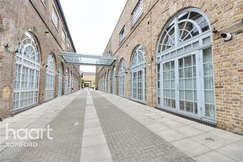 2 bedroom flat to rent - North Block - The Railstore - RM2