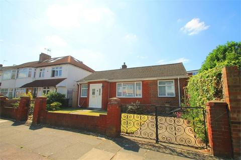2 bedroom detached bungalow for sale - Rayleigh Road, N13