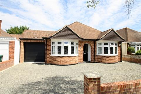 4 bedroom detached bungalow for sale - Grosvenor Road, Staines-upon-Thames, Surrey