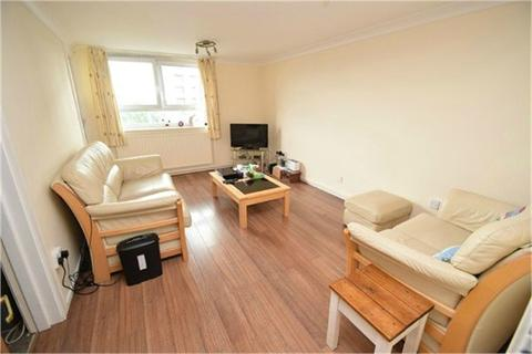 2 bedroom flat for sale - Mottram Towers, Hillgate, Stockport, Cheshire