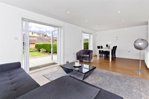 2 bedroom bungalow for sale - 23 Baronscourt Road, Willowbrae, Edinburgh, EH8