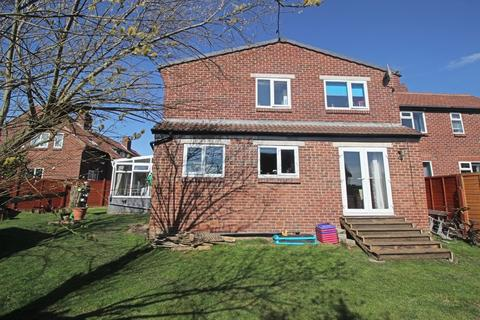 4 bedroom semi-detached house for sale - Bedford Close, Lepton
