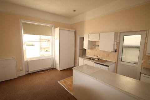 Studio to rent - Guildford Road