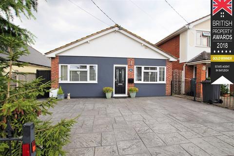 3 bedroom detached bungalow for sale - Albert Road, Rochford, SS4