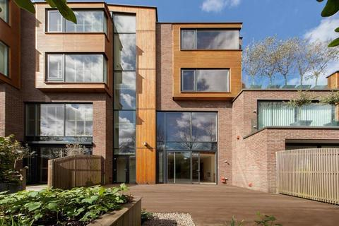 4 bedroom terraced house to rent - Oak Hill Park, Hampstead NW3