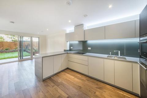 4 bedroom townhouse to rent - Sir Alexander Close, W3