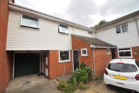 3 bedroom terraced house for sale - Barn Green, Chelmsford, Essex, CM1