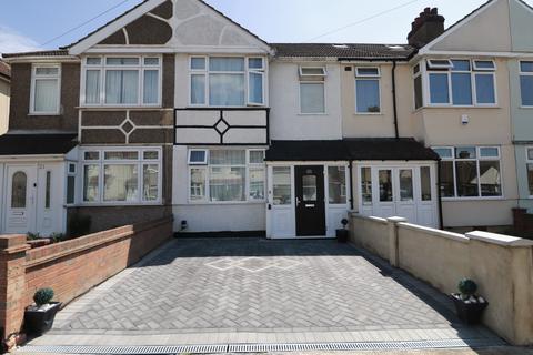 3 bedroom terraced house to rent - Ellis Avenue, Rainham, Essex, RM13
