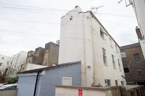 5 bedroom semi-detached house for sale - Hewlett Road, Cheltenham, GL