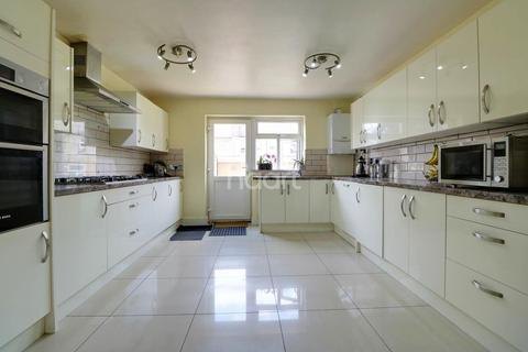 5 bedroom terraced house for sale - Courtland Avenue, Ilford, Essex