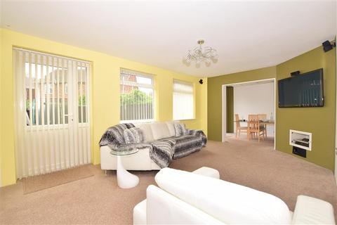3 bedroom semi-detached house for sale - Edwina Avenue, Minster On Sea, Sheerness, Kent