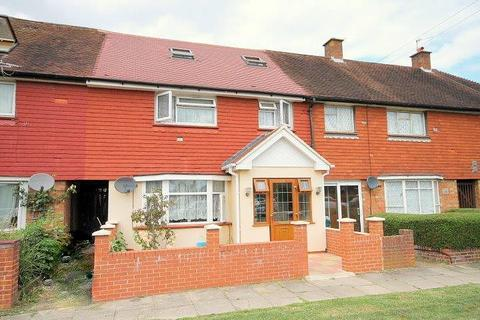 5 bedroom terraced house for sale - Staines Road, Feltham, TW14
