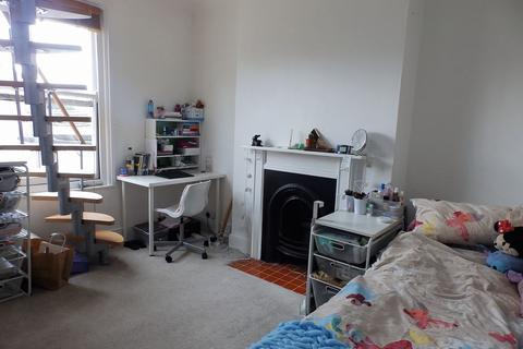 Studio to rent - Buckingham Road, Brighton, BN1