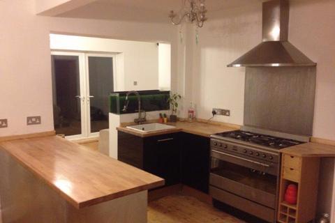 3 bedroom semi-detached house to rent -  Stanmore Crescent,  Leeds, LS4