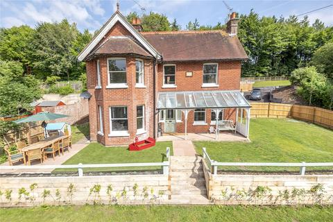 4 bedroom detached house to rent - Main Road, Itchen Abbas, Winchester, Hampshire, SO21