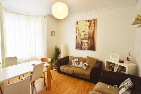 4 bedroom terraced house to rent - Birstall Road, London, N15