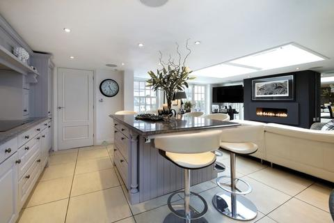 3 bedroom end of terrace house for sale - Cookham Village