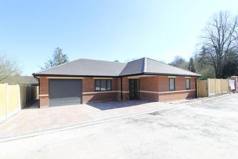 2 bedroom detached bungalow for sale - Woodlands Court, Newcastle under Lyme