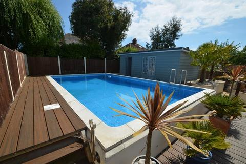 5 bedroom semi-detached house for sale - Substantial Family Home with Swimming Pool, Weymouth Bay Avenue, Lodmoor