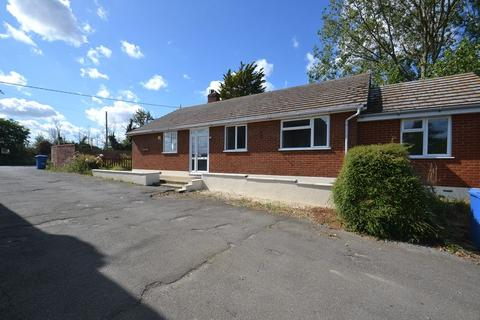 5 bedroom detached bungalow for sale - Warden Road, Eastchurch