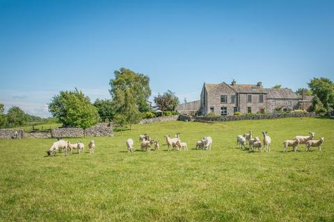 16 bedroom farm house for sale - Exciting and diverse opportunity - 16 bedrooms split between 5 properties