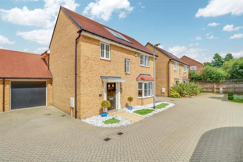 4 bedroom house for sale - Claremont Crescent, Rayleigh