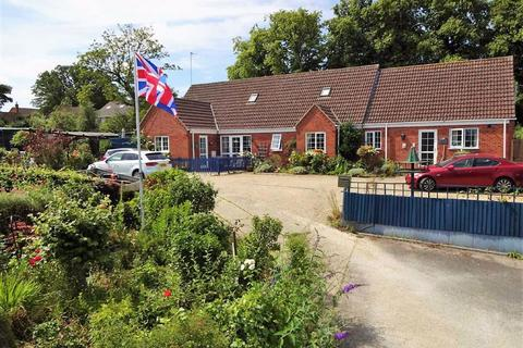 5 bedroom detached bungalow for sale - Spital Hill, Louth