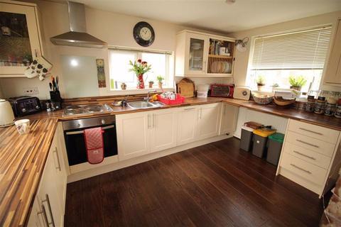 4 bedroom terraced house to rent - Droylsdon Road, Newton Heath, Manchester