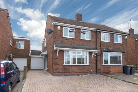 3 bedroom semi-detached house for sale - Macaulay Road, Luton, Bedfordshire