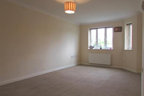 2 bedroom flat to rent - Orchid Close, Luton