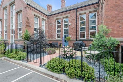 2 bedroom townhouse for sale - Ashley Green, Wortley, Leeds, West Yorkshire, LS12