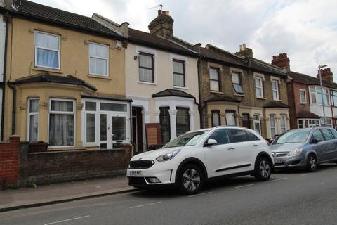 4 bedroom terraced house to rent - Faircross Avenue, Barking, Essex, IG11