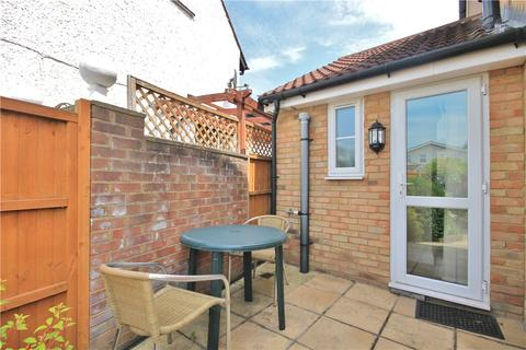 Studio to rent - Riverside Close, Staines Upon Thames, Middlesex, TW18