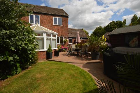3 bedroom semi-detached house for sale - Crowthers Avenue, Yate, BRISTOL, BS37 5SZ
