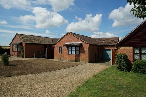 2 bedroom detached bungalow for sale - Buckenham Close, Worlingham, Beccles