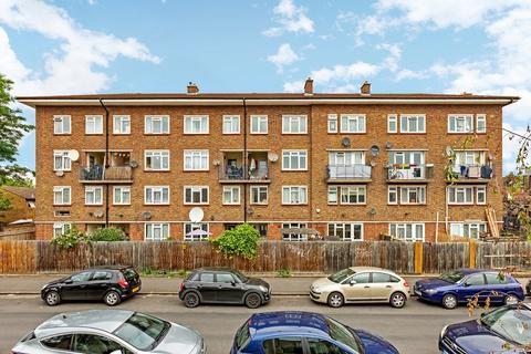 4 bedroom maisonette to rent - Comet Street, London, SE8