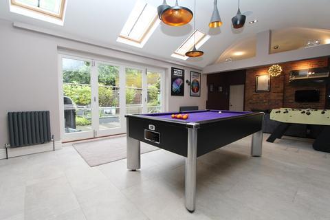 8 bedroom detached house for sale - Bushmead Avenue, Bedford, MK40