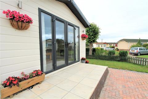 2 bedroom bungalow for sale - Home Farm Park, Lee Green Lane, Church Minshull, Nantwich, CW5
