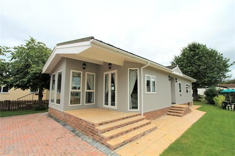 3 bedroom bungalow for sale - Home Farm Park, Lee Green Lane, Church Minshull, Nantwich, CW5