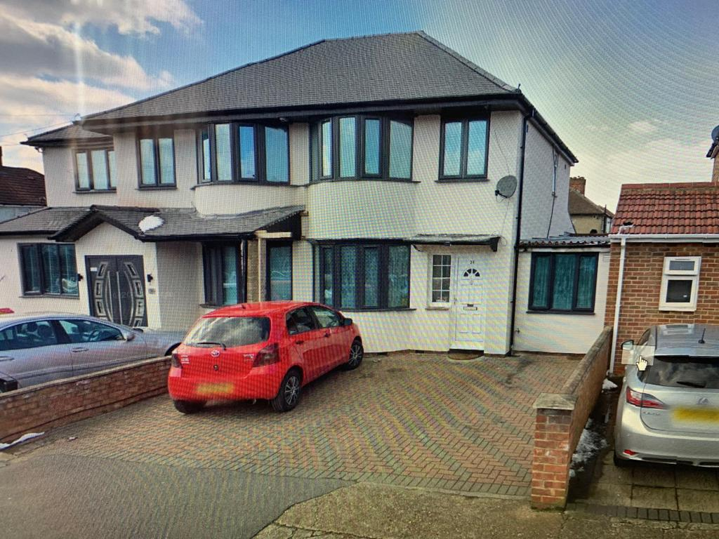 Four Bedroom House to Rent in South Hayes Fully F