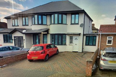 4 bedroom semi-detached house to rent - Hayes, UB3