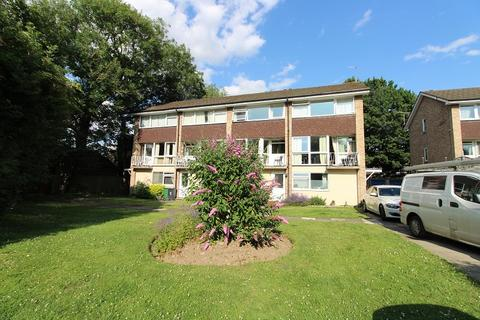 2 bedroom ground floor maisonette for sale - Woodhatch Road, Redhill, Surrey. RH1 5HF