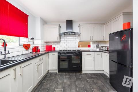 3 bedroom detached house for sale - Front Lane, Upminster, RM14