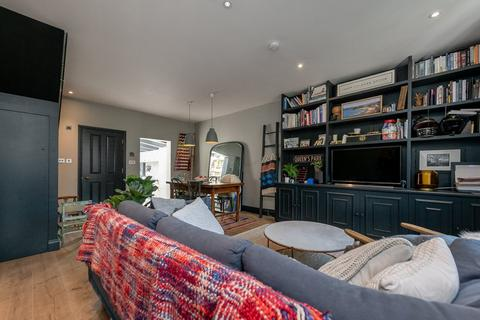 3 bedroom terraced house to rent - Lothrop Street, London, W10