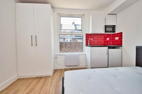 Studio to rent - New Windsor Street, Uxbridge