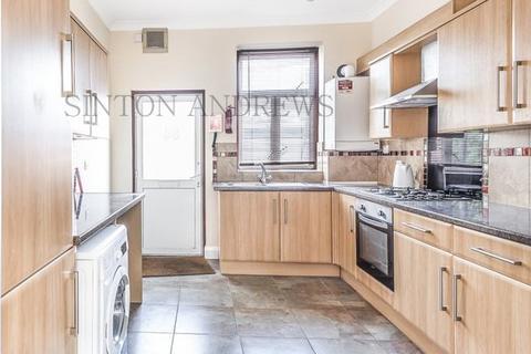 4 bedroom flat to rent - High Street, Acton, W3