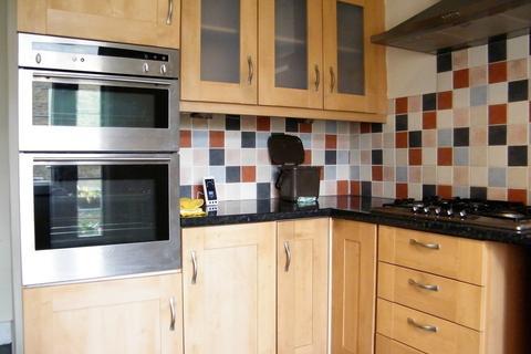 3 bedroom flat to rent - Coombe Road - NORBITON