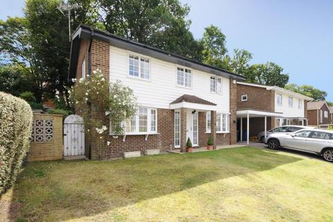 4 bedroom detached house to rent - Sutherland Chase, Ascot, SL5
