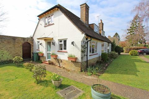 2 bedroom semi-detached house for sale - Vincent Close, Chipstead